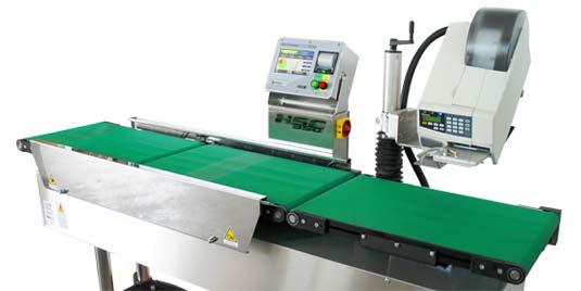 Può essere perfettamente integrata in linea di produzione o usata come stazione indipendente. Ogni unità può montare una o due unità etichettatrici con larghezza di stampa tra 2 e 4 pollici.
